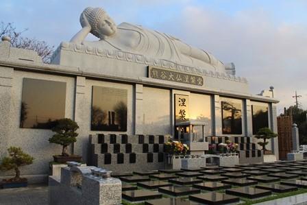 涅槃佛と樹木葬墓地2