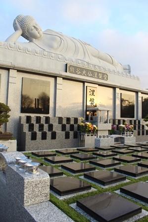 涅槃佛と樹木葬墓地
